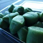 田嶋製菓 - 草餅は、上新粉の蓬だんごです。