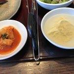 焼肉トラジ - キムチと卵スープ
