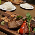 Gottie's BEEF  - 3種のステーキ