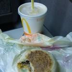 マクドナルド - ドリンクとマフィン(食べかけ)