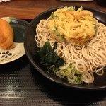 吉そば  - 冷やしかき揚げ蕎麦+いなり