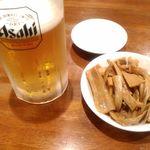 84665703 - 生ビール,つまみメンマ
