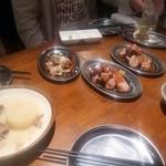 84669058 - 骨付き豚カルビ肉、BBQ甘辛ソースオニオンソース、ねぎ塩ソース(各499円)