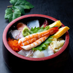 海鮮丼 九〇〇円(税込)