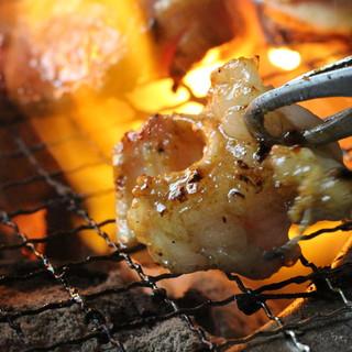 """肉の最上の旨味、食感の秘訣は""""七輪炭火""""にあり!"""