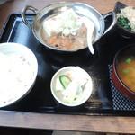 串焼 マルワ - ランチの自家製モツ煮豆腐定食