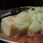 串焼 マルワ - 自家製モツ煮豆腐 アップ