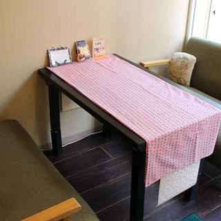 女子も男子もくつろぐ空間♥自然な色合い基調のおしゃれカフェ☆