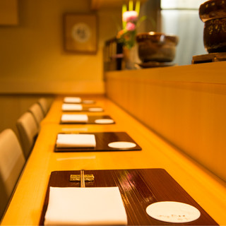 シンプルで美しい内装や器など、細部にまでこだわり抜いた食空間