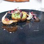 84683587 - 仔羊のロートロ香草パン粉焼き 新玉葱とデュカスパイス風味のクスクス