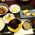 花源 - ◆私は「あら炊き定食(1300円)」を。 少量ずつですが数品盛合されています。