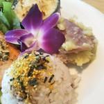 84688083 - グラタンとさつまいもの天ぷら ハワイアンでなぜかご飯にのりたま!