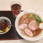 川ばた - あんみつ+ラーメン(780円)