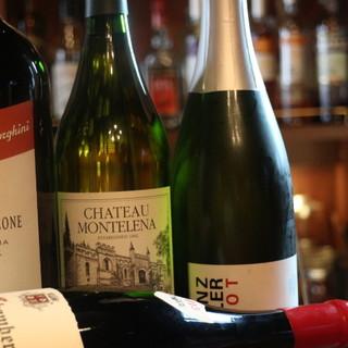 フランスワインを中心に、世界各国のワインをグラスでも。