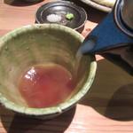 一東菴 - 蕎麦湯を注ぐ