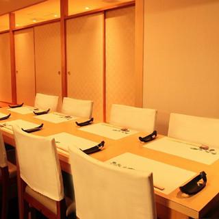 【新年会に】~12名様まで対応可能の開放的なテーブル席