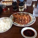 かんべゑ - 御飯と餃子で1110円です。