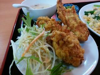 天紅 - 「豚バラ肉と青菜炒飯セット」の唐揚げ