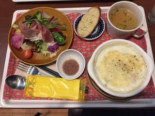 cafe STAND+ - スタンドプラスランチ+デザート 1500円 → 1000円(ランパスvol.11提示) 生ハムサラダ・グラタン・スープ・デザート・ドリンク