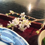 野の花 - 山桜の枝が♡