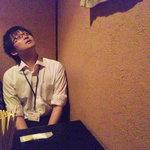 たもいやんせ - 壁に仕切られたテーブル席が2つありました。M山氏は狭そうな感じ(2011.07)
