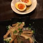 徳永肉酒場 - 酢もつ190円と煮卵160円