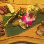 84714669 - 肉4種と有機野菜の盛合せ 2354円(税込)