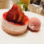 ロイヤルホスト - 苺のムースケーキ ~ストロベリーソルベ添え~