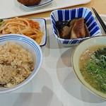 羽倉崎食堂 - 料理写真:米は、毎日、店内で、精米。