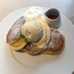 幸せのパンケーキ - 幸せのパンケーキ1100円+ホイップクリーム100円