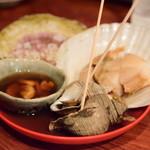 日本酒はなたれ - 春の貝おでん盛り@1,580円:塩水うに・つぶ貝・帆立