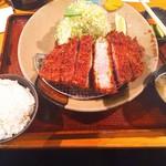 とんかつ かつ吉 - 料理写真:美明豚厚切り250(^_^;)