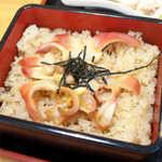 御食事処 たこ八 - 名物のホッキ飯。ぷっくりとした貝の甘みが、遺憾なく発揮されている!