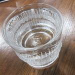 小谷酒舗 - 熊本応援の「しろ」お湯割り。(って、写真では区別つかないし)