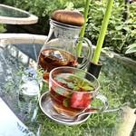 青山フラワーマーケット ティーハウス - 木苺とハーブの紅茶(税込810円)