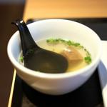 AKASAKA Tan伍 - 牛タン焼き定食 1000円 の牛テールスープ
