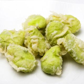 天ぷら新宿つな八 - 料理写真:緑があざやかな「そら豆の天ぷら」