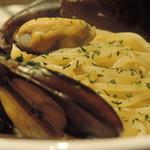 ワニバル - ムール貝のオイルソース アップ