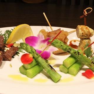 こだわりの串と目でも楽しめる和食をお愉しみください