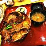 84737512 - 「特選豚丼6枚」1,300円