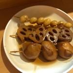 博多のおでん - ◆銀杏(200円)・蓮根(200円)・里芋(200円)など。 どれも美味しいですけれど「里芋」がよくお味が浸みていてホクホク。