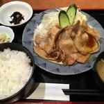 四季菜々 - 「豚ロース生姜焼き定食」880円也。税込。