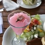 天空カフェ・アイアン雑貨の店シープガーデン - 綺麗なピンク色
