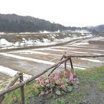84753825 - 駐車場からの風景(まだ残雪がたくさん!)