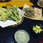 なごみ - 山菜の天ぷらと桜そばともりそばの2色盛り(春季限定)