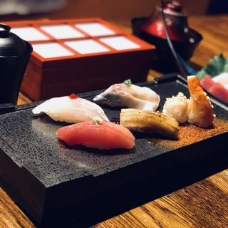 旬の素材をいかした江戸前鮨が食べれる寿司バル!
