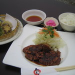 旬まる - 料理写真:とんてきランチ 980円。熟成した程よい霜降り肉をぜひ一度ご賞味下さい。