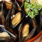 スポーティフ カフェアンドレストラン - ムール貝の白ワイン蒸し
