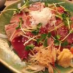 Akasakaajisai - 鰹の鮮度は抜群で、添えられた薬味も上品で、食べていて楽しくなれるもの。