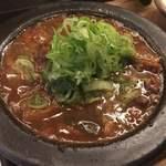 七勺日本酒・醸し肴 SEVEN - 土手煮 熱々の鉄板に乗ってます!
